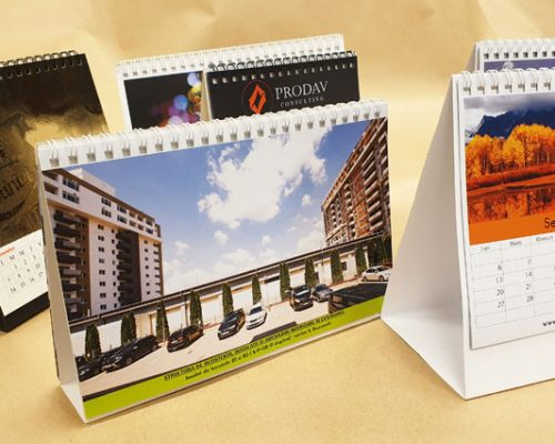 Calendare de birou tiparite pe ambele fete